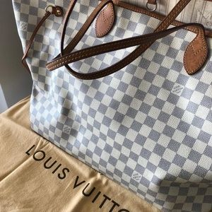Louis Vuitton Bags - Neverfull LOUIS VUITTON authentic bag GM size